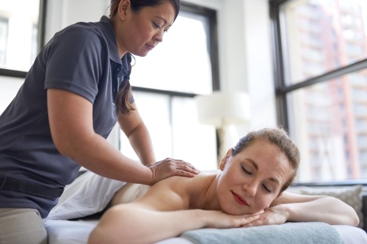 how to become a licensed massage therapist